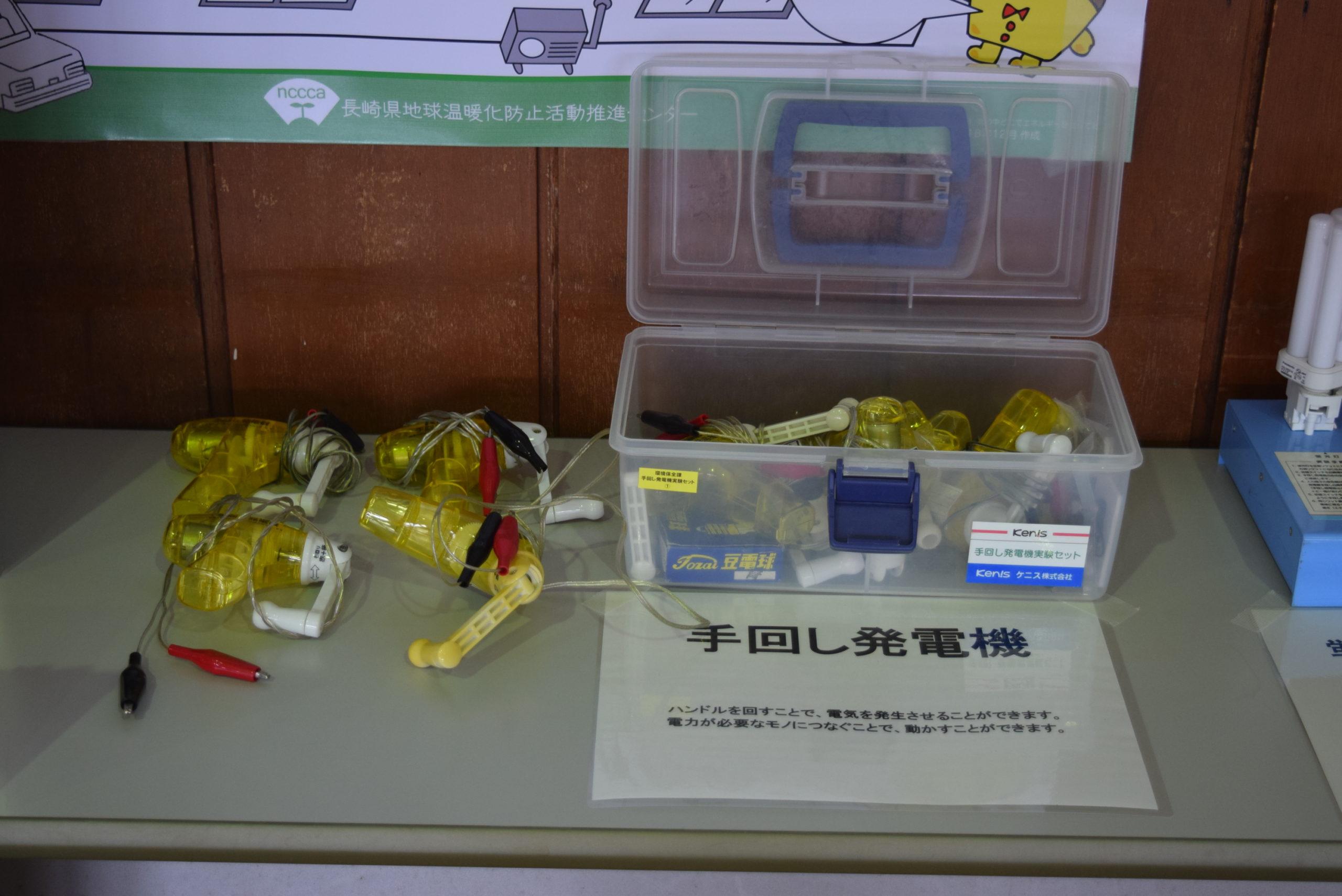 手回し発電機:あらゆる電気実験装置で利用できる、手動発電装置です。左利き対応もあります。